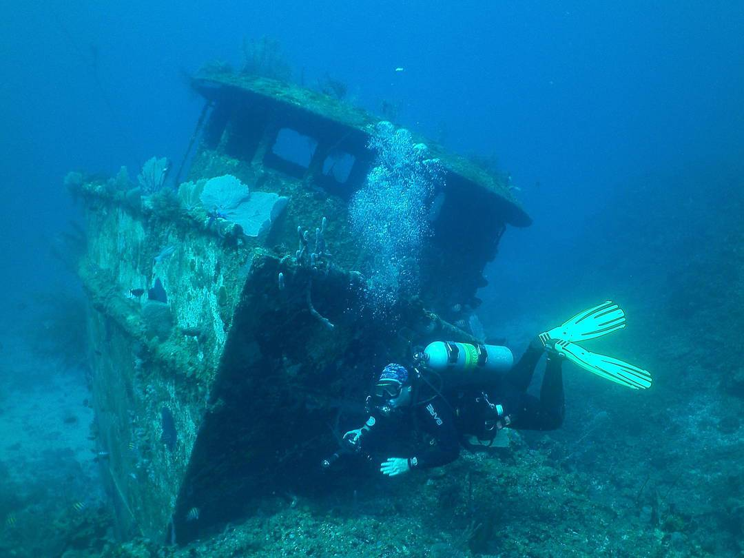 diving-in-honduras