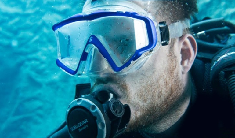 Greenhorn's Guide #5: 4 Ways to Prevent your Scuba Mask from Fogging Up